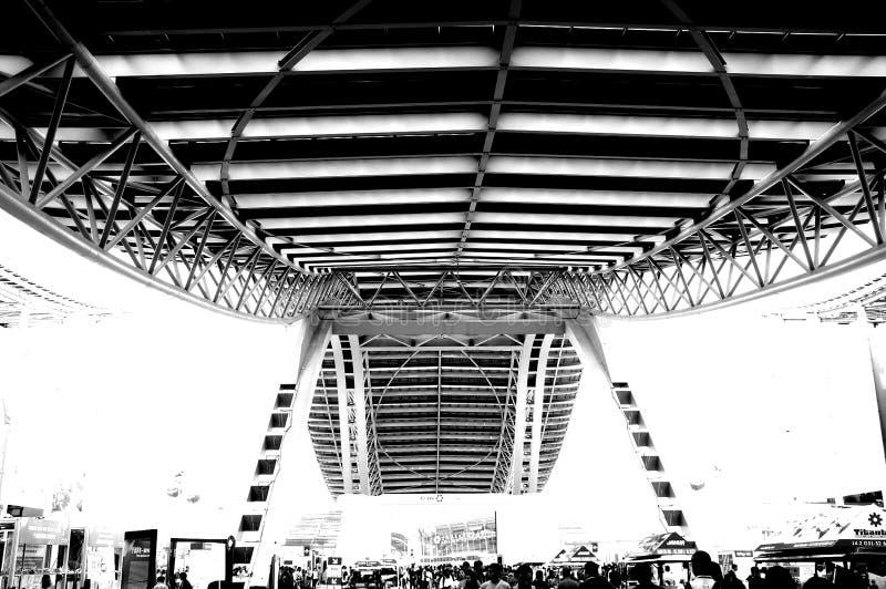 Foto preto e branco, o sal?o de exposi??o o maior do mundo, constru??o, centro de exposi??o internacional de Guangzhou Pazhou imagem de stock royalty free