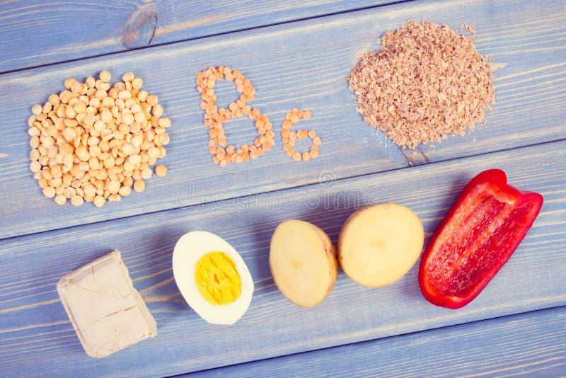 Foto, produtos e ingredientes do vintage contendo a vitamina B6 e a fibra dietética, nutrição saudável foto de stock royalty free