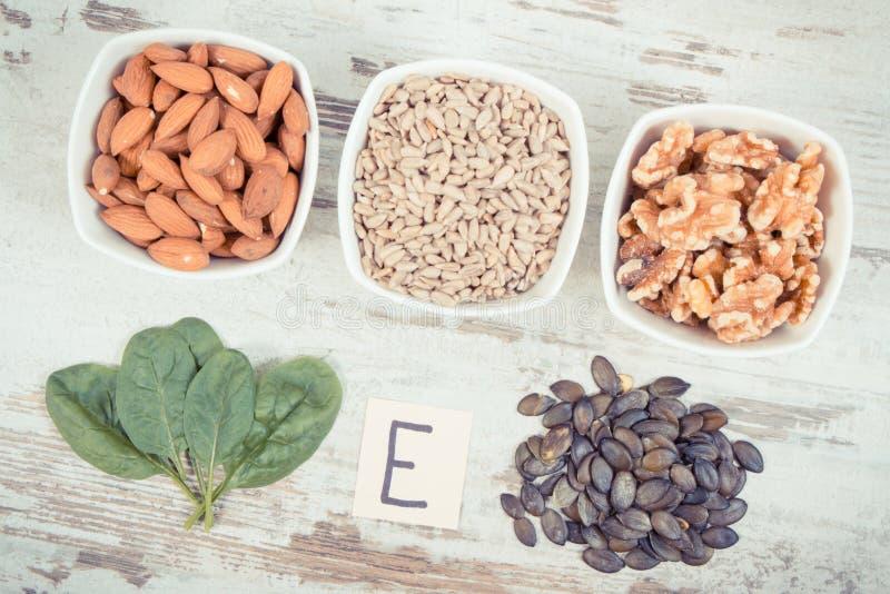 Foto, produtos e ingredientes do vintage contendo a vitamina E e a fibra dietética, conceito saudável da nutrição imagem de stock royalty free