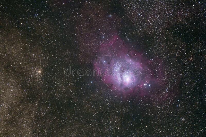 Foto profunda del cielo de la nebulosa del ` s de Orión y de estrellas densas foto de archivo