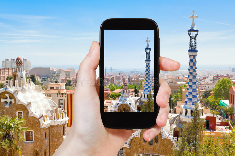 Foto que toma turística del paisaje de Barcelona imagen de archivo libre de regalías