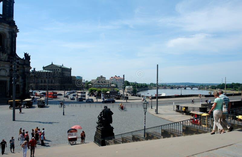 Foto's met de historische architecturale infrastructuur landschaps van de achtergrond de zomerstad van de oude stad op de dijk va stock afbeeldingen