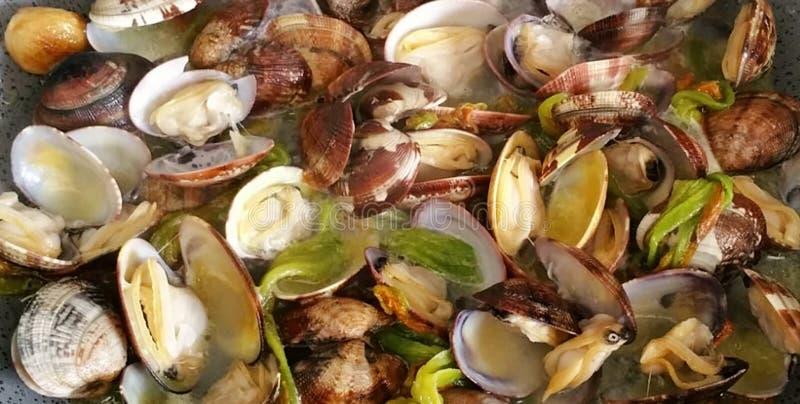 Foto's van vissen en zeevruchtenschotels stock fotografie