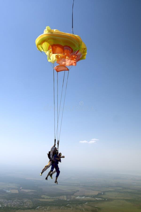 foto som skydiving Flyga i ett fritt fall fotografering för bildbyråer