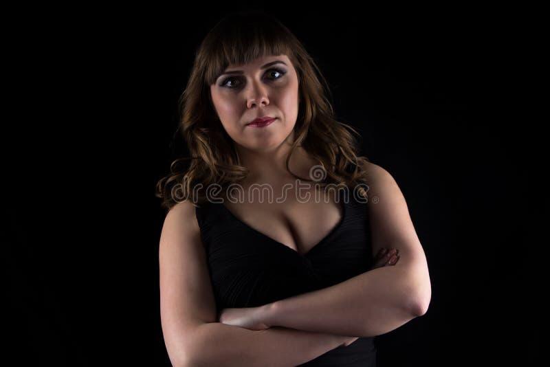 Foto van curvy vrouw met gekruiste wapens royalty-vrije stock afbeeldingen