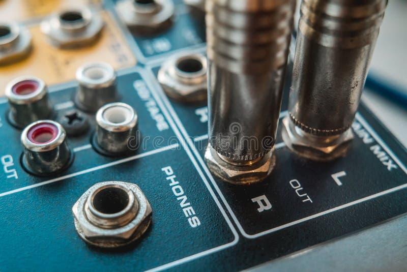 Foto van de analoge audiomixer royalty-vrije stock afbeeldingen