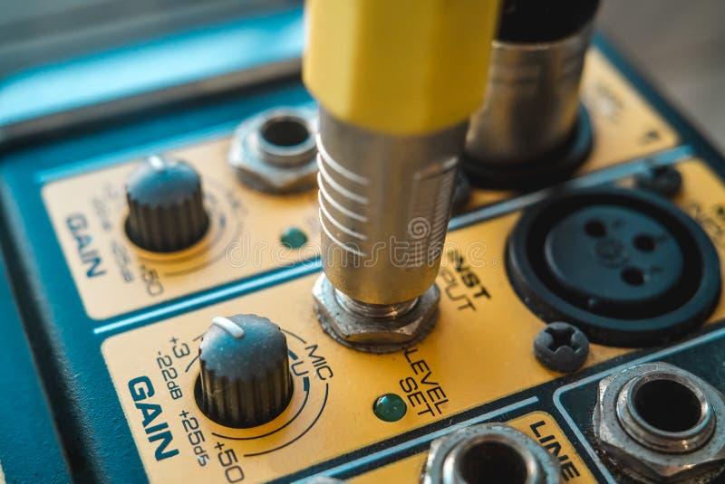 Foto van de analoge audiomixer stock afbeelding