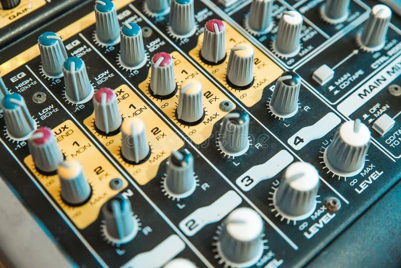 Foto van de analoge audiomixer royalty-vrije stock fotografie