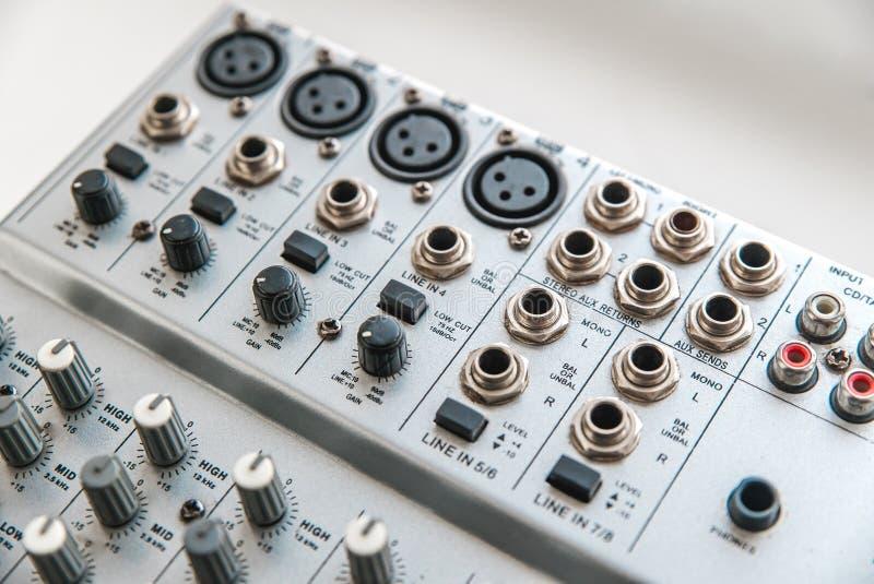 Foto van de analoge audiomixer stock foto's