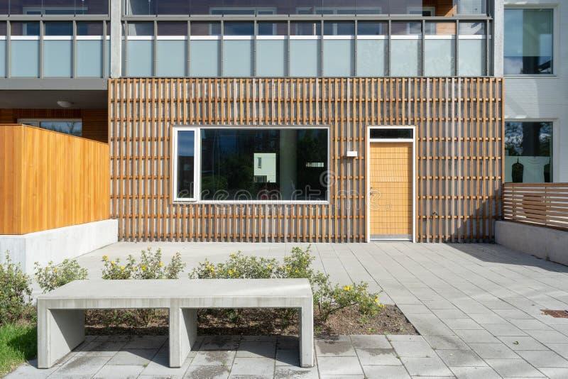 Foto van de nieuwe moderne buitenkant van het bouwhuis stock fotografie
