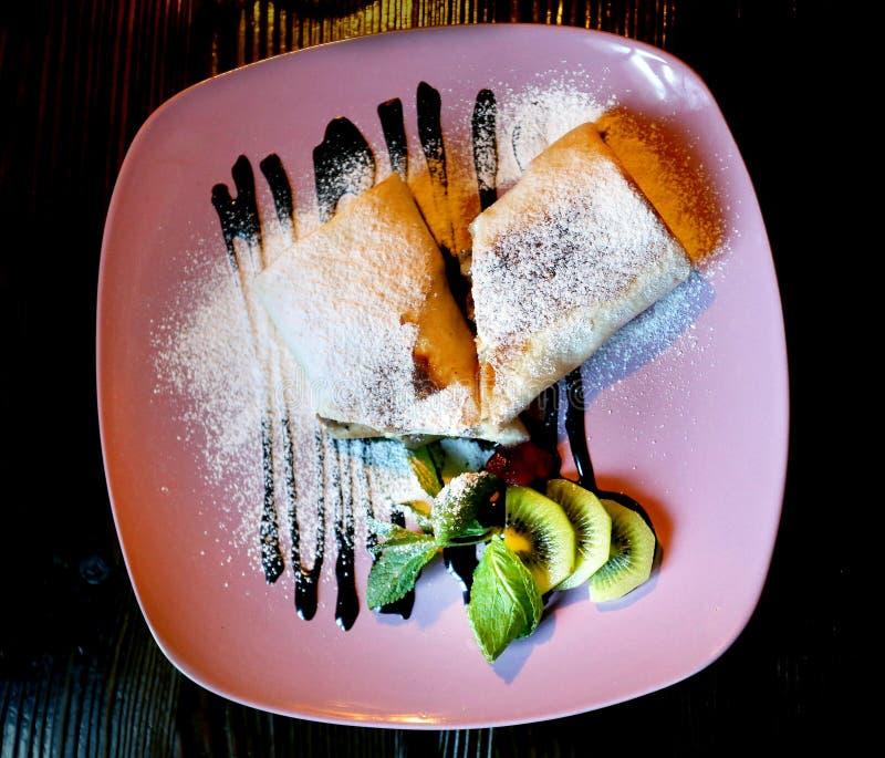 Foto van dessertbroodjes met fruit royalty-vrije stock afbeelding