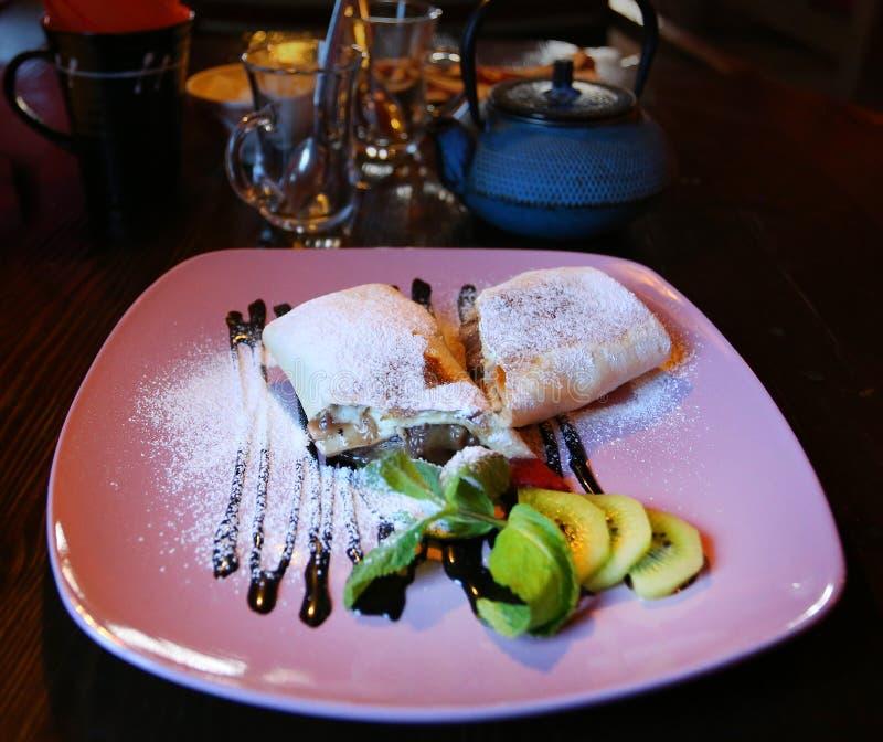 Foto van dessertbroodjes met fruit royalty-vrije stock fotografie