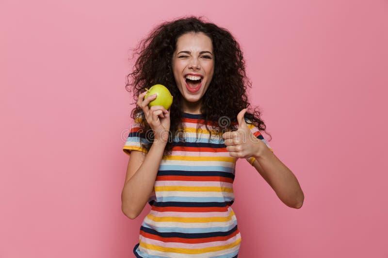 Foto van donkerbruine vrouwenjaren '20 met krullend en haar die glimlachen houden stock afbeeldingen