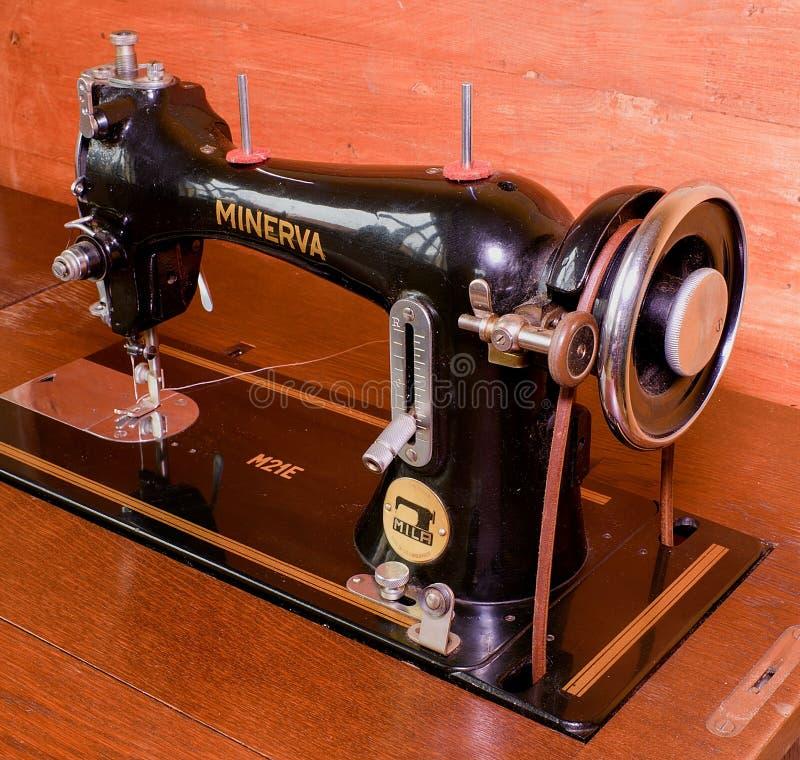 Foto van een oude uitstekende hand naaimachine Selectieve nadruk royalty-vrije stock afbeelding
