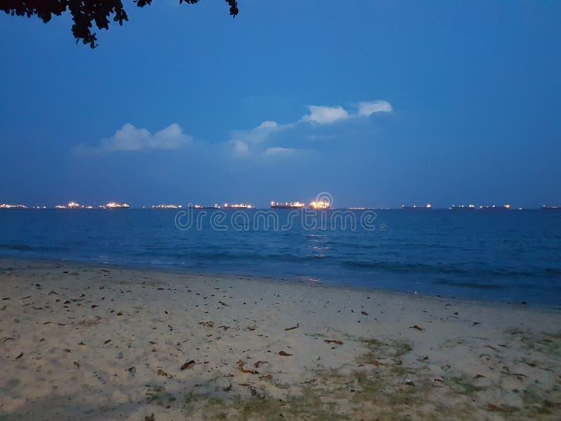 Foto van een strand in de avond stock afbeelding