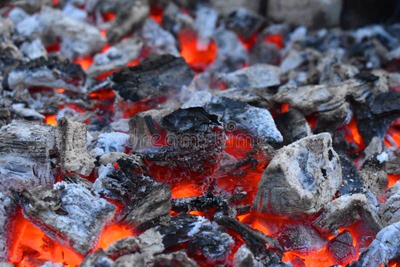 Foto van het branden van steenkool foto van het branden van steenkool stock fotografie