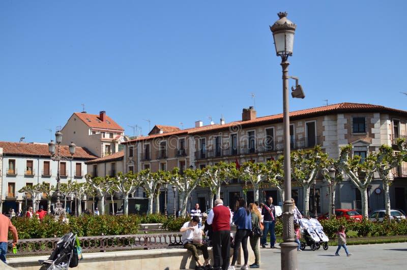 Foto van het Vierkant van Cervantes, Geboorteplaats van Miguel De Cervantes, waar wij van Zijn Honderdjarige Gebouwen kunnen doen stock foto