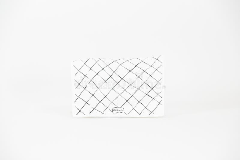 Foto van het zwarte Chanel-Hoofdartikel van het handtasmerk op witte achtergrond royalty-vrije stock fotografie