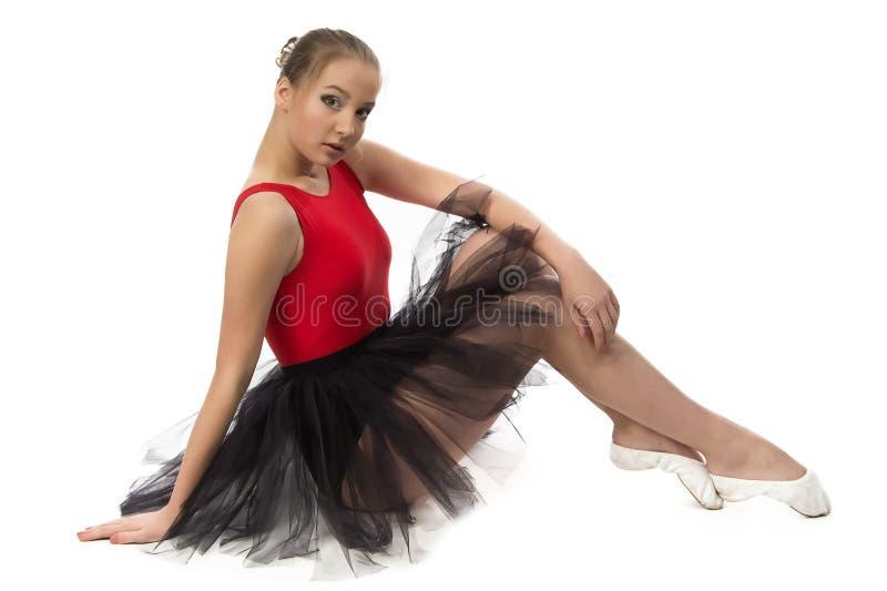 Foto van jonge ballerinazitting op de vloer royalty-vrije stock afbeelding