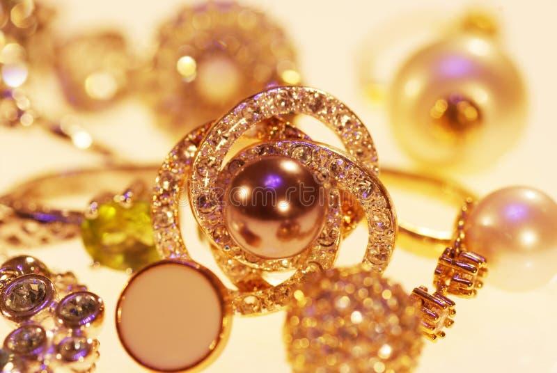 Foto van juwelenringen en kettingen royalty-vrije stock foto