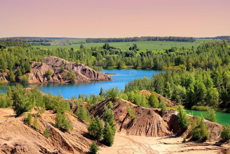 Foto van mooie blauwe meren in het gebied Rusland van Tula stock fotografie