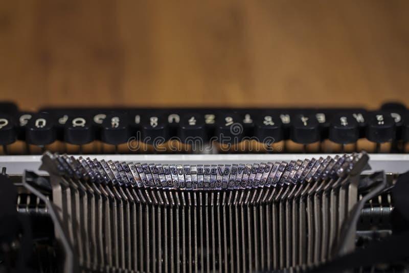 Foto velha do close up da máquina de escrever do vintage fotografia de stock