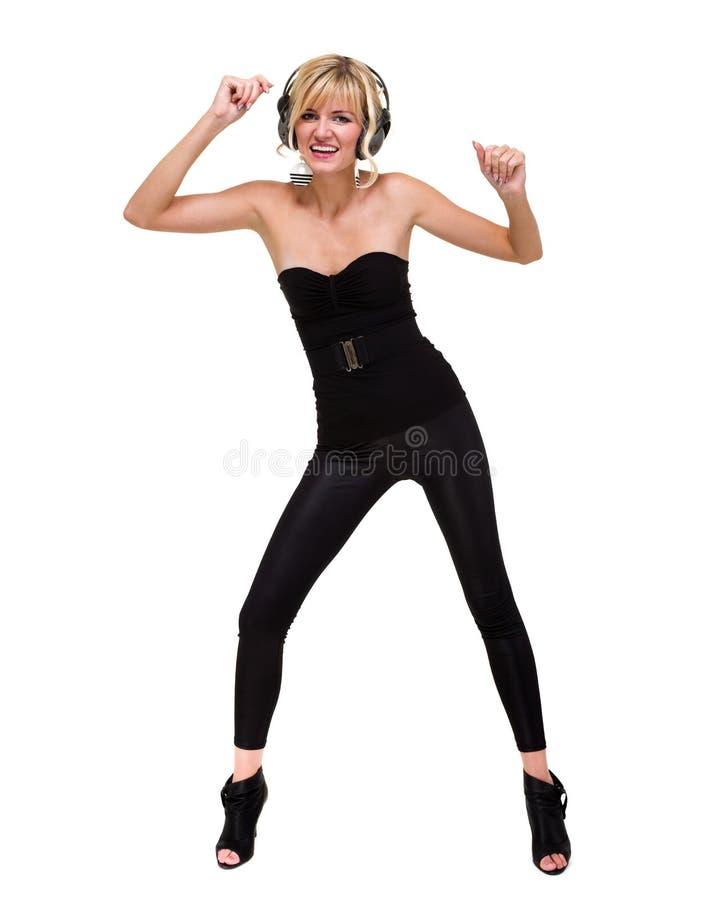 Foto in voller Länge des attraktiven Frauentänzers mit Kopfhörern, lokalisiert auf Weiß lizenzfreie stockfotos