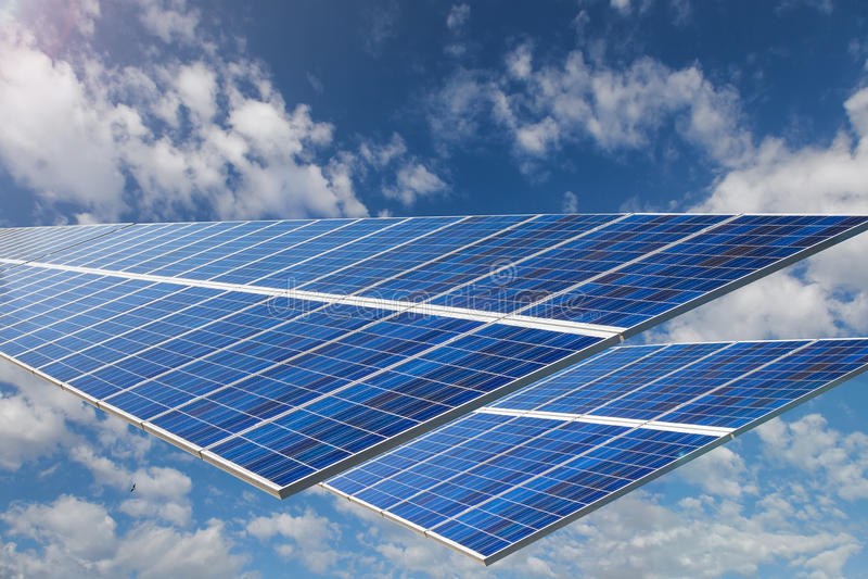 Foto-voltaische Sonnenkollektoren lizenzfreies stockfoto