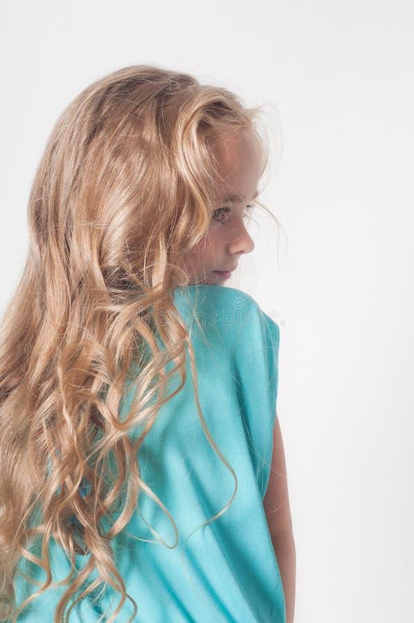 Foto von der Rückseite des kleinen Mädchens lizenzfreie stockfotos