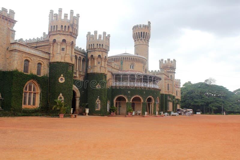 Foto von majestätischem u. ikonenhaftem Bangalore Royal Palace stockbild