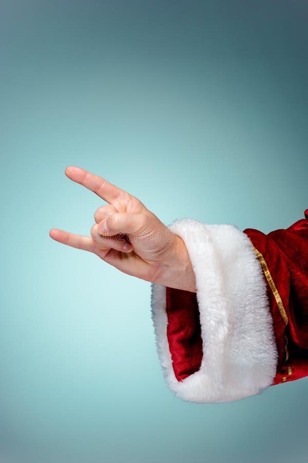 Foto von Santa Claus-Hand in der Rockergeste lizenzfreie stockfotos
