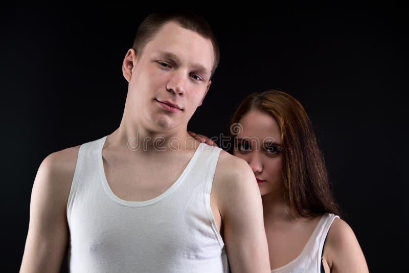 Foto von zwei Teenager - Junge und Mädchen stockfotografie