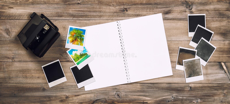 Fotoalbum, Kamera, polaroidrahmenretro- getont stockfotos