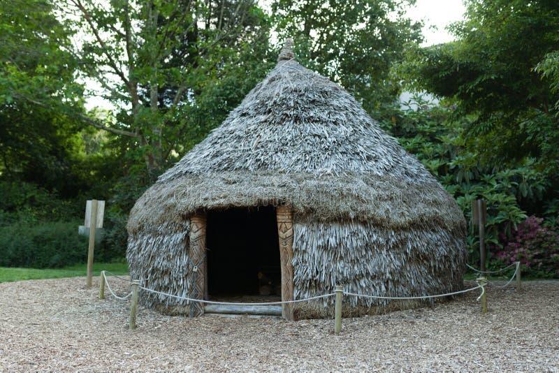 Fotoet av en yurt på botaniska trädgården Le Vallon du stack Alar Brest France May 2018 arkivbild