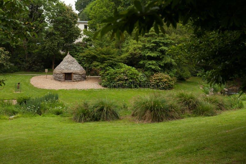 Fotoet av en yurt på botaniska trädgården Le Vallon du stack Alar Brest France May 2018 arkivbilder