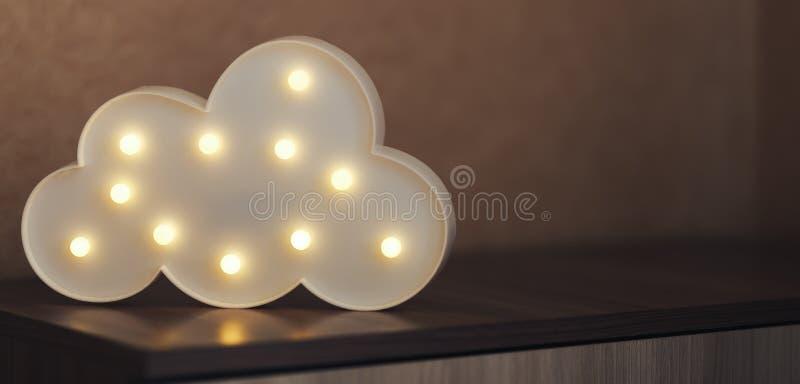Fotoet av molnet formad lampa vände på och skina, ungelampan, inre arkivbilder