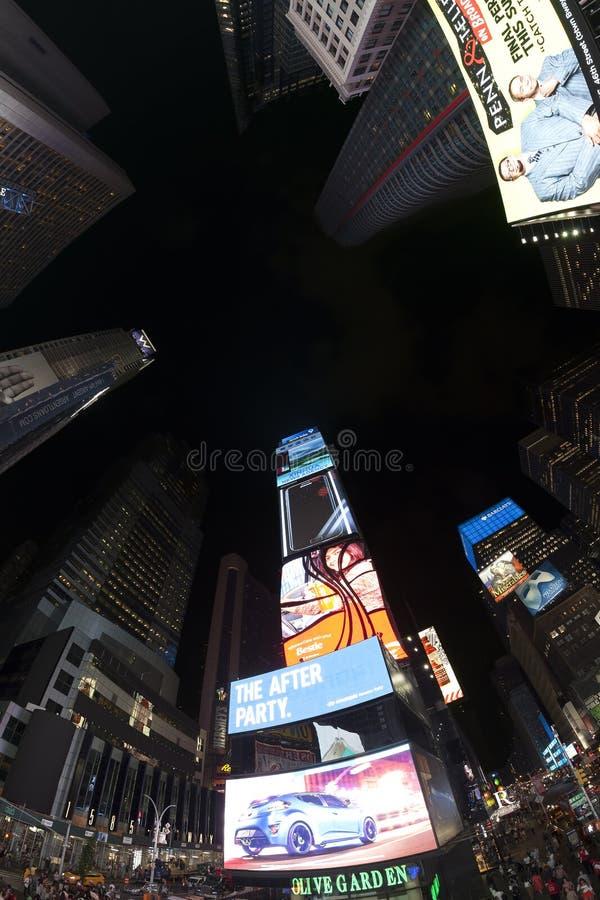Fotoet för den Fisheye linsen av tider kvadrerar på natten royaltyfri bild