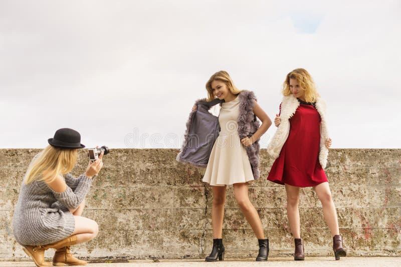 Fotofors av modemodeller royaltyfri fotografi