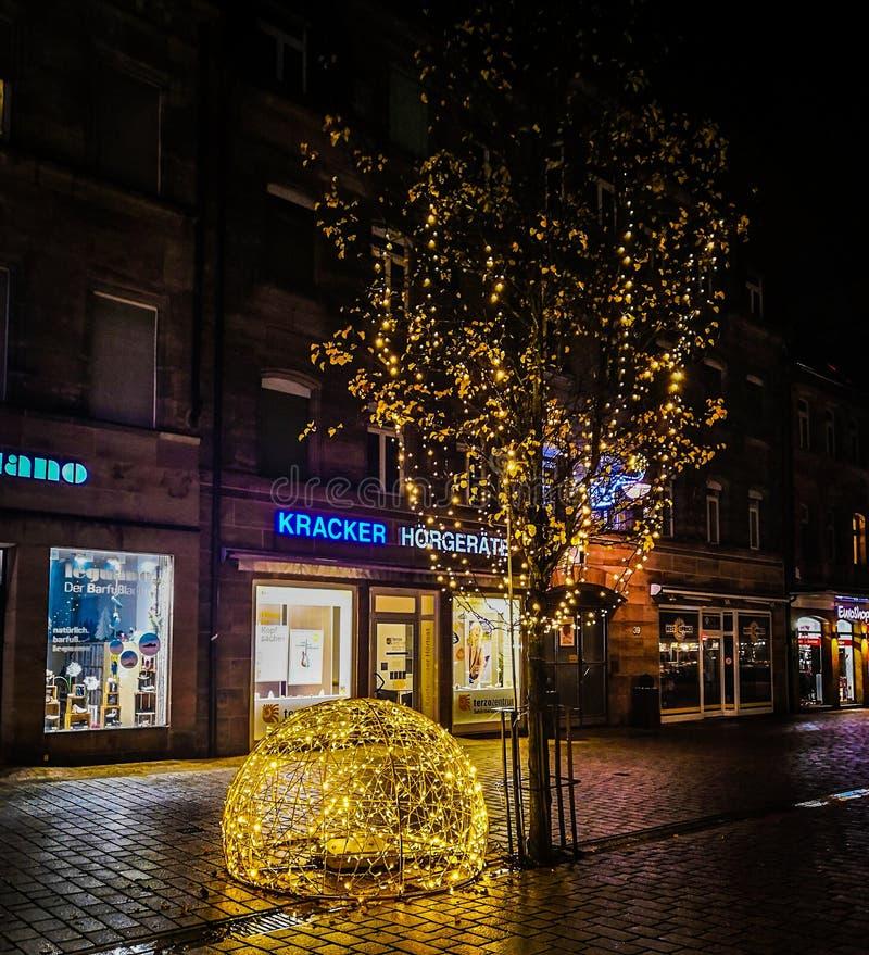 Fotogator dekorerade julljus i Tyskland royaltyfri fotografi