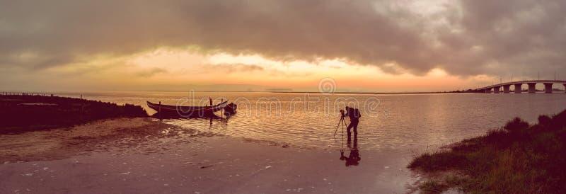 Fotograaf in actie royalty-vrije stock afbeeldingen