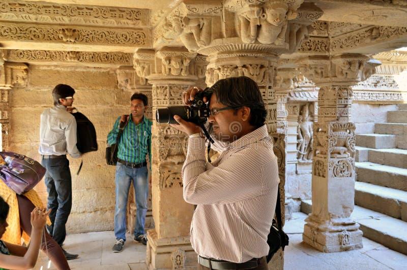 Fotograaf bij Ranien ki vav, patan, Gujarat stock foto