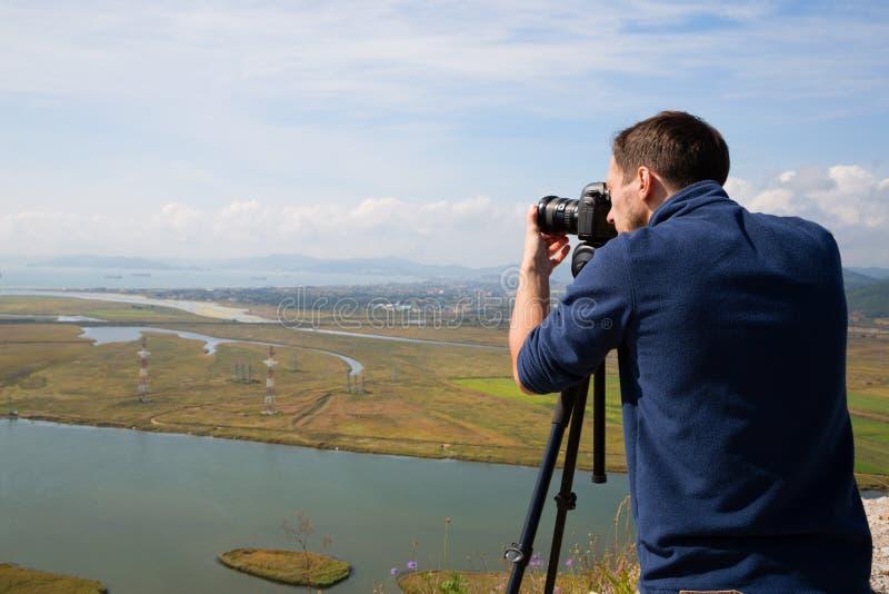 Fotograaf om panoramasstad van Nakhodka te schieten royalty-vrije stock foto