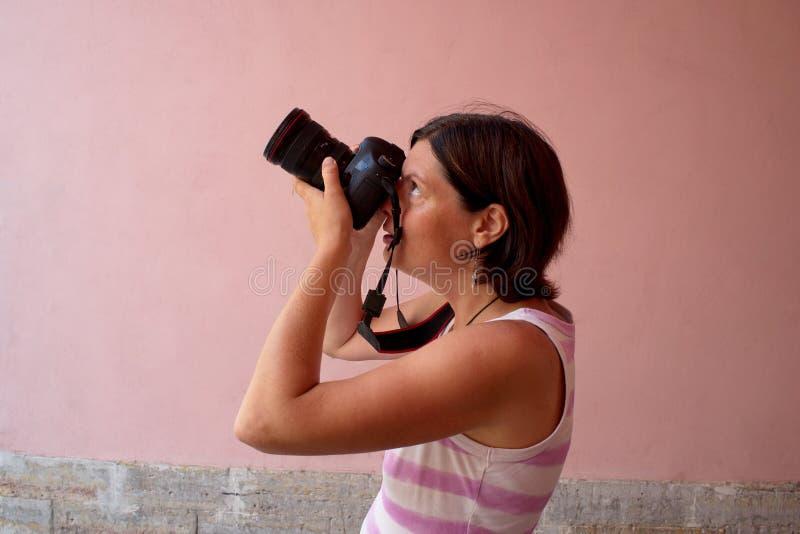 Fotograafmeisje die beelden schieten royalty-vrije stock foto