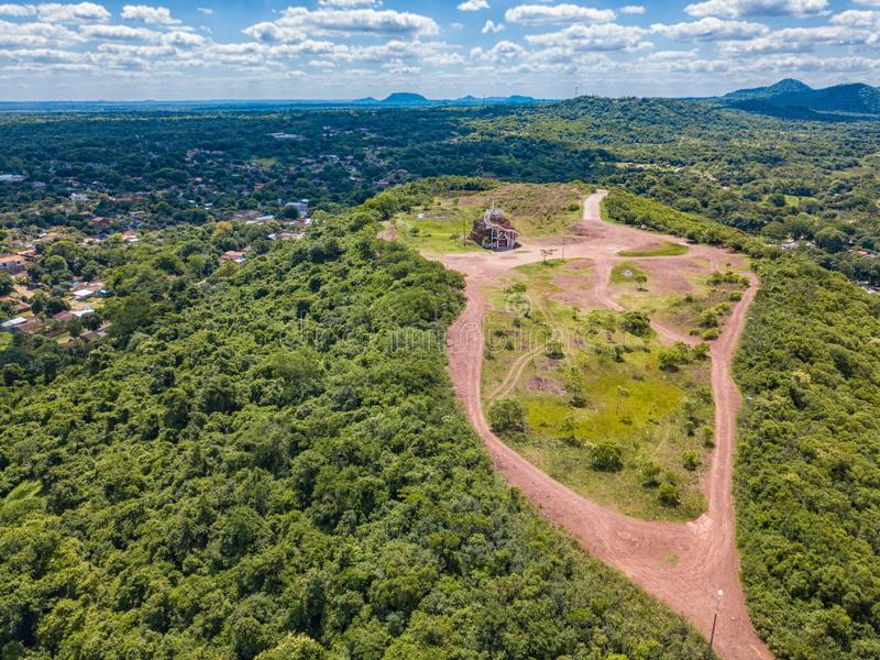 Fotografía aérea de la plataforma de observación en Cerro Pero en Paraguay fotos de archivo