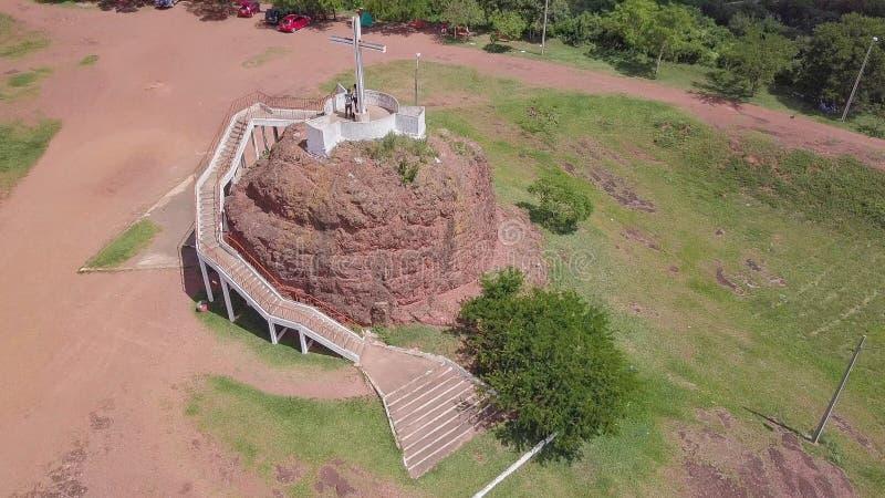 Fotografía aérea de la plataforma de observación en Cerro Pero en Paraguay imagen de archivo