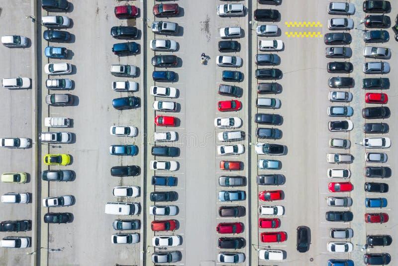 Fotografía aérea de un estacionamiento moderno imagenes de archivo