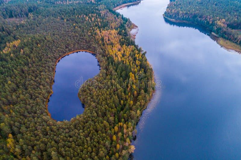 Fotografía aérea del lago imagenes de archivo