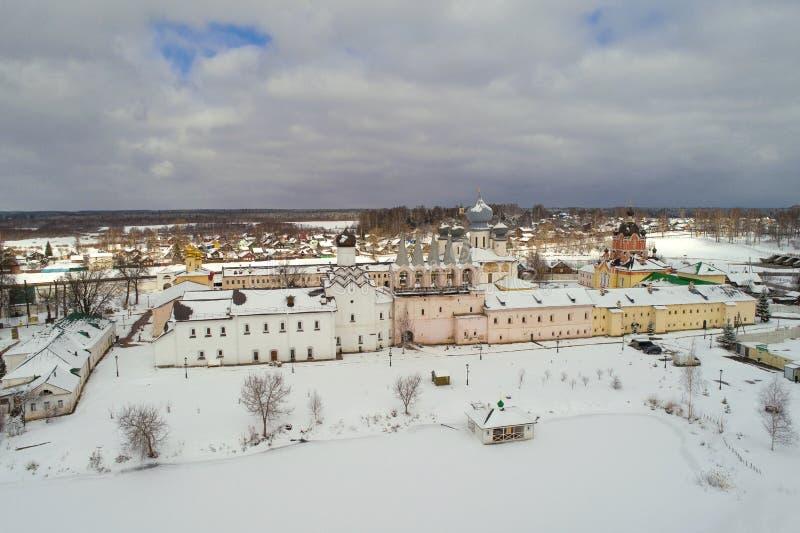 Fotografía aérea del monasterio de la suposición de Tikhvin Regi?n de Leningrad, Rusia fotografía de archivo libre de regalías