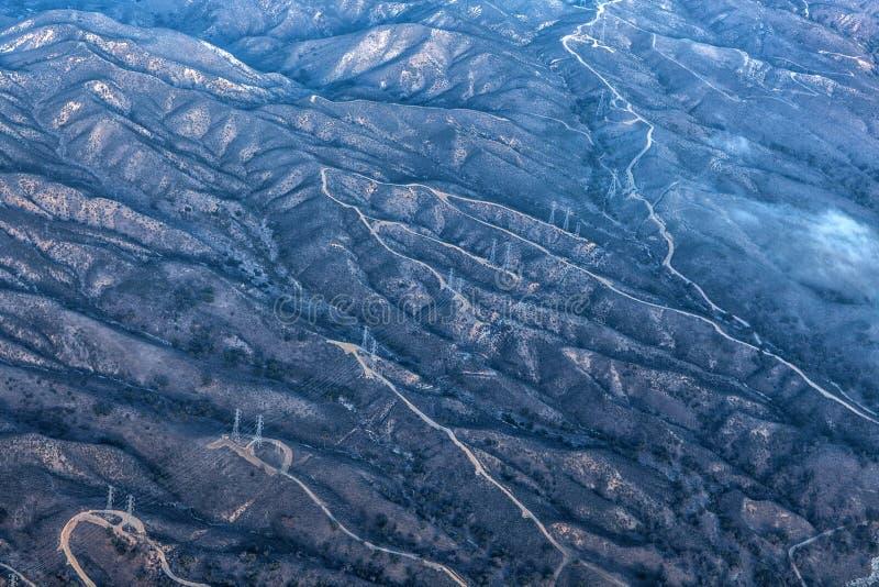 Fotografía aérea del paisaje: Modelo caprichoso de montañas en California meridional foto de archivo libre de regalías