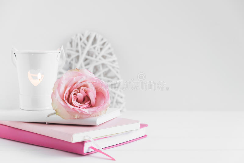Fotografía común diseñada floral de la maqueta de la pared foto de archivo